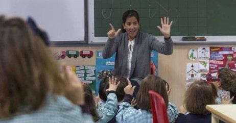 reconocer a una persona habilitada para trabajar con niños